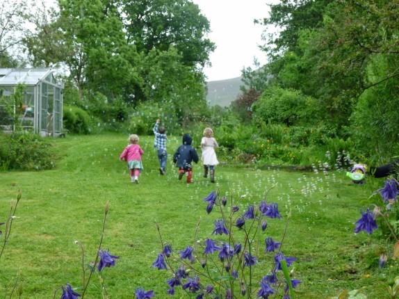 danyfan-kids-bubbles-garden.JPG
